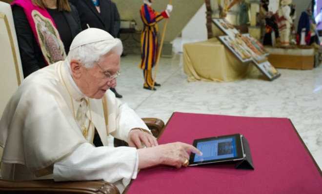 The Pope calls on followers to use social networks to spread their faith to non-believers