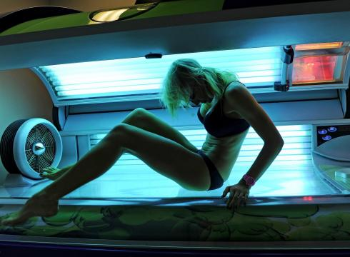 Researchers Link Indoor Tanning and Other Risky Health Behaviors among US Teens