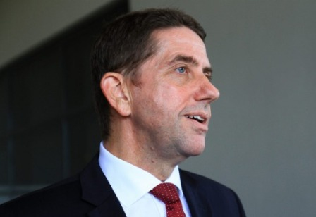 Queensland health minister wants review of flu vaccine rollout